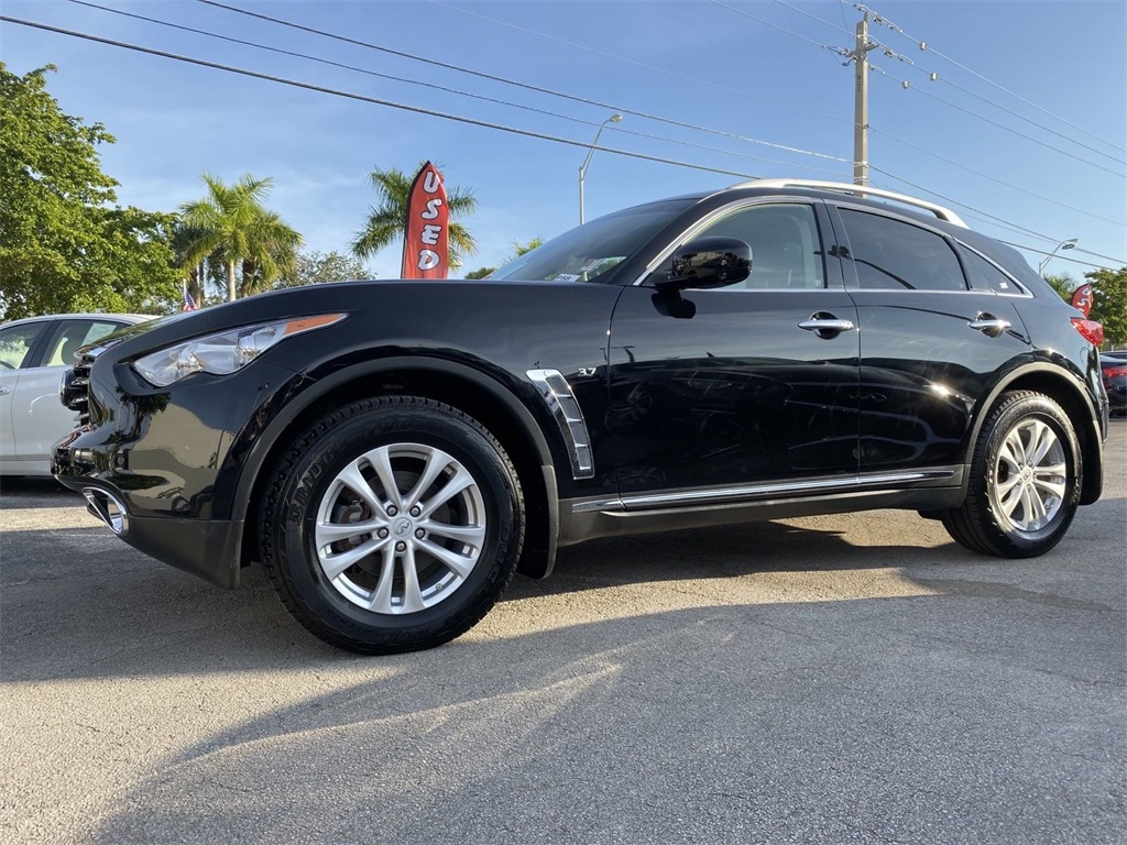 Pre-Owned 2016 INFINITI QX70 Base